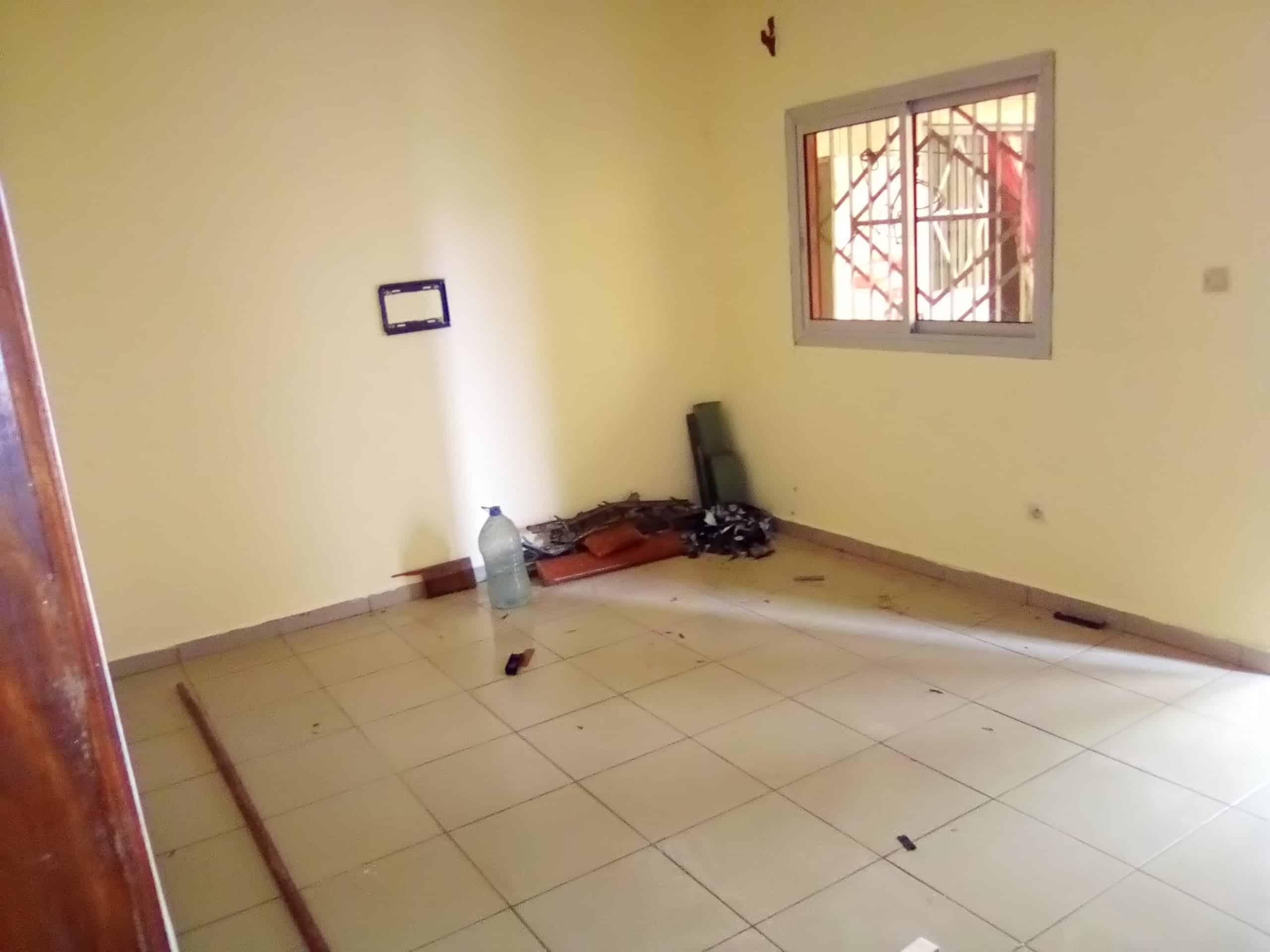 Apartment to rent - Douala, Makepe, bm - 1 living room(s), 1 bedroom(s), 1 bathroom(s) - 70 000 FCFA / month