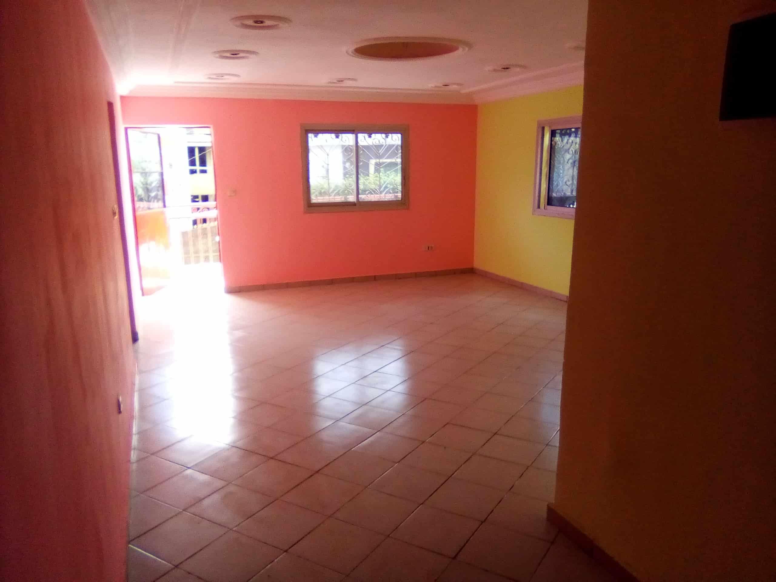 Apartment to rent - Douala, Makepe, bm - 1 living room(s), 2 bedroom(s), 1 bathroom(s) - 100 000 FCFA / month