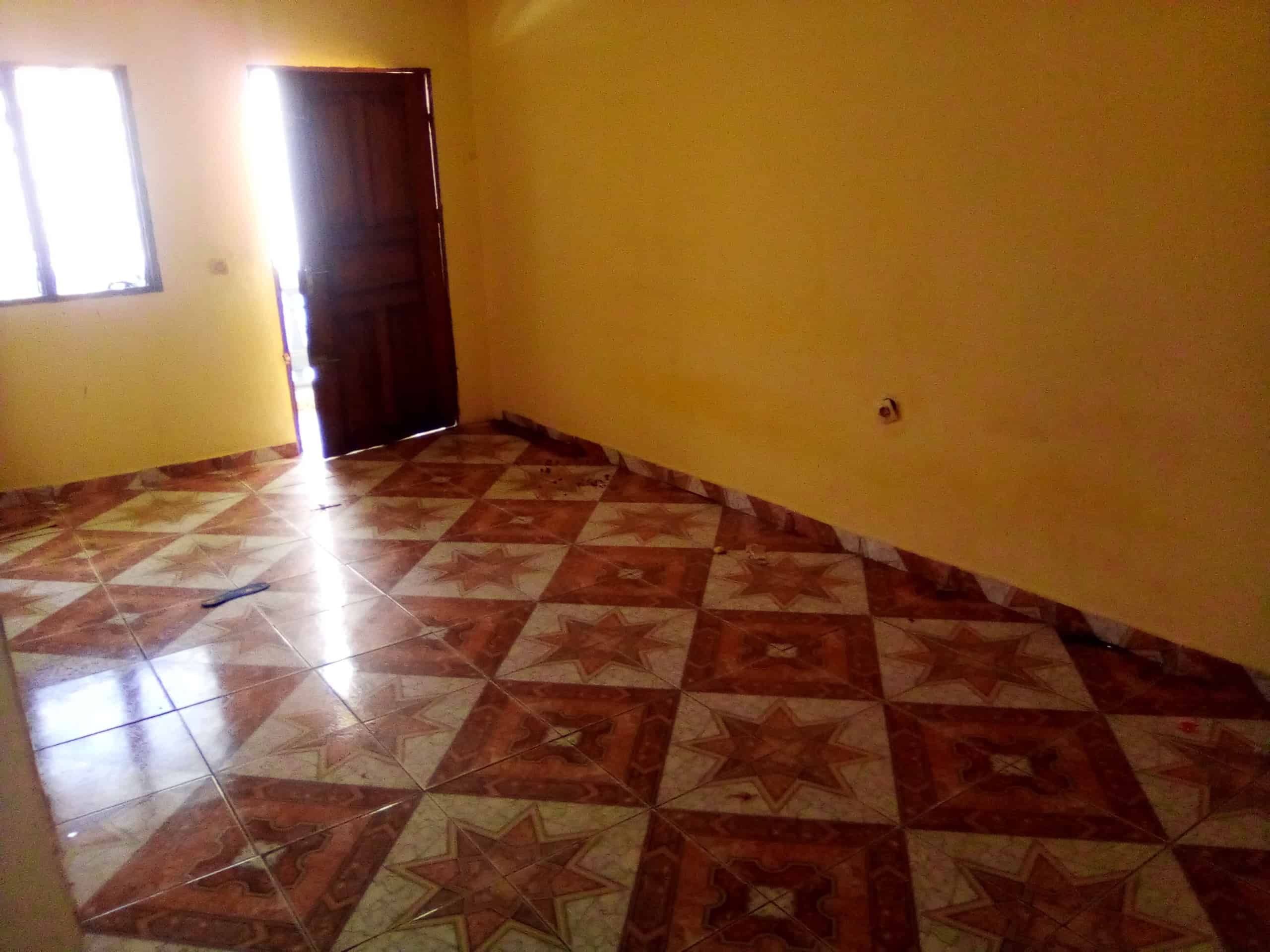 Apartment to rent - Douala, Makepe, lycee - 1 living room(s), 2 bedroom(s), 1 bathroom(s) - 80 000 FCFA / month
