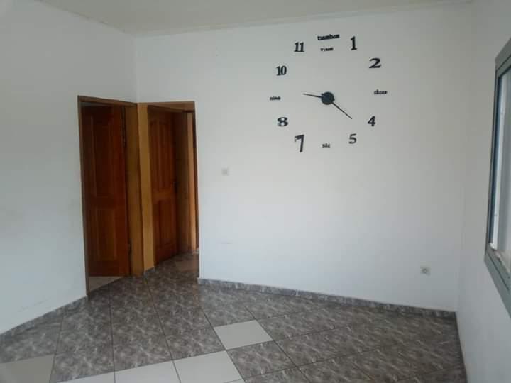 Apartment to rent - Douala, Makepe, derrière le lycée de makepe - 1 living room(s), 2 bedroom(s), 1 bathroom(s) - 90 000 FCFA / month
