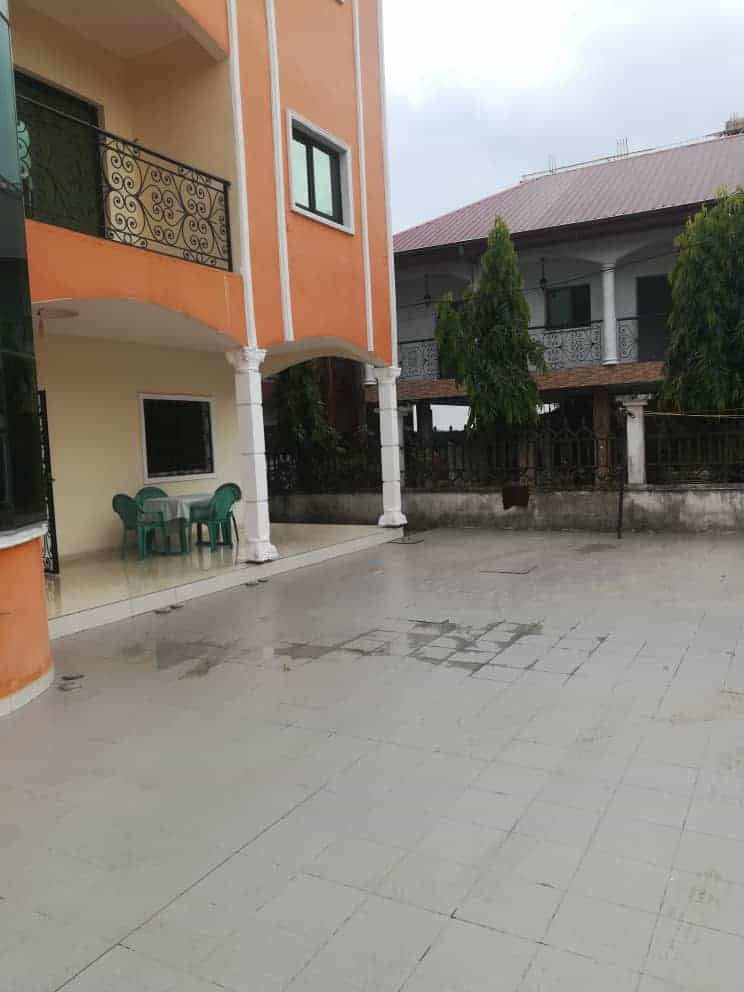 Apartment to rent - Douala, Akwa II, Ver Akwa nord - 1 living room(s), 2 bedroom(s), 3 bathroom(s) - 200 000 FCFA / month