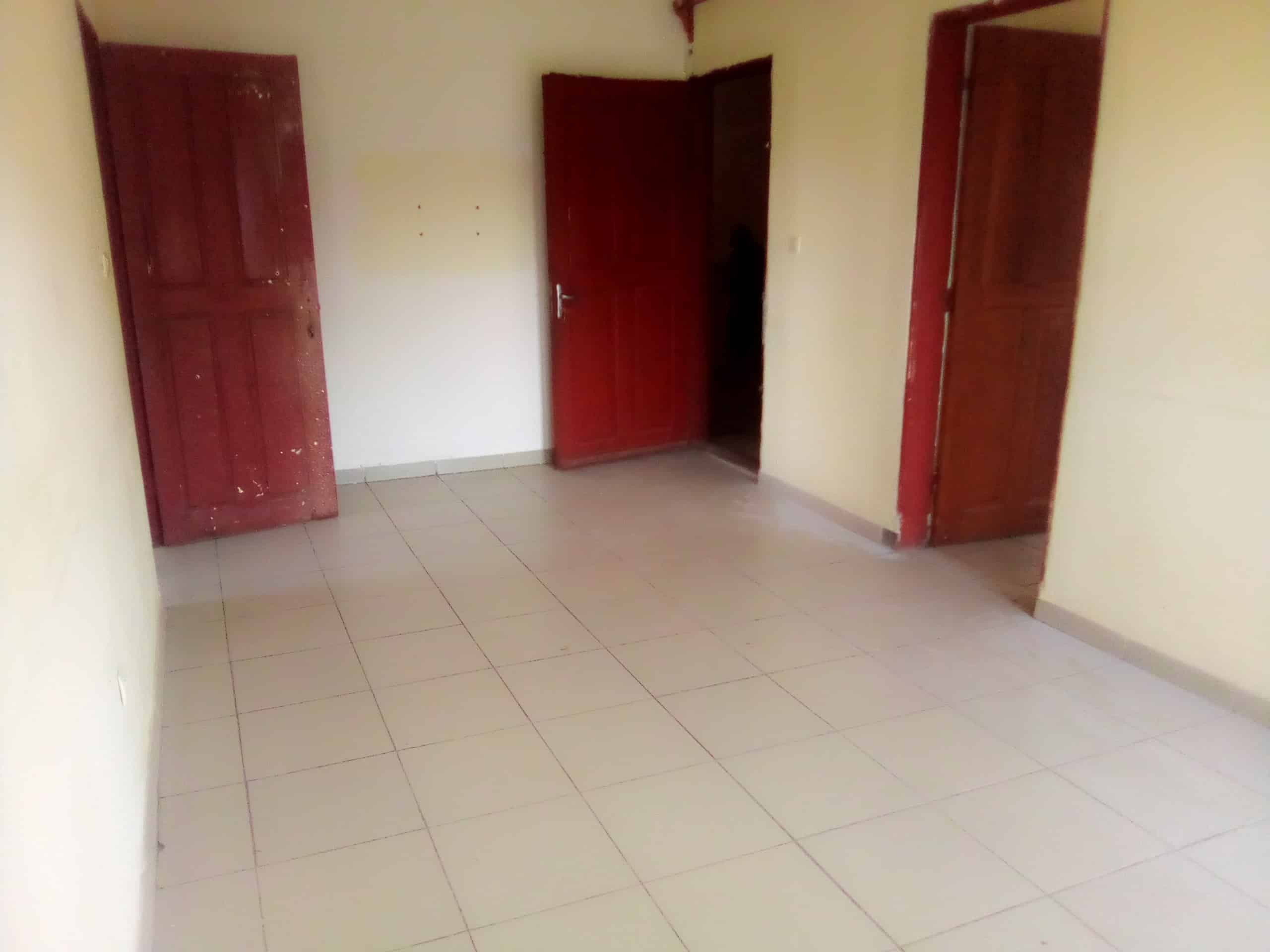 Apartment to rent - Douala, Makepe, PETIT PAYS - 1 living room(s), 2 bedroom(s), 1 bathroom(s) - 80 000 FCFA / month