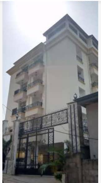 Maison (Villa) à vendre - Yaoundé, Bastos, Immeubles à vendre à Yaoundé bastos - 1 salon(s), 4 chambre(s), 3 salle(s) de bains - 3 000 000 000 000 FCFA