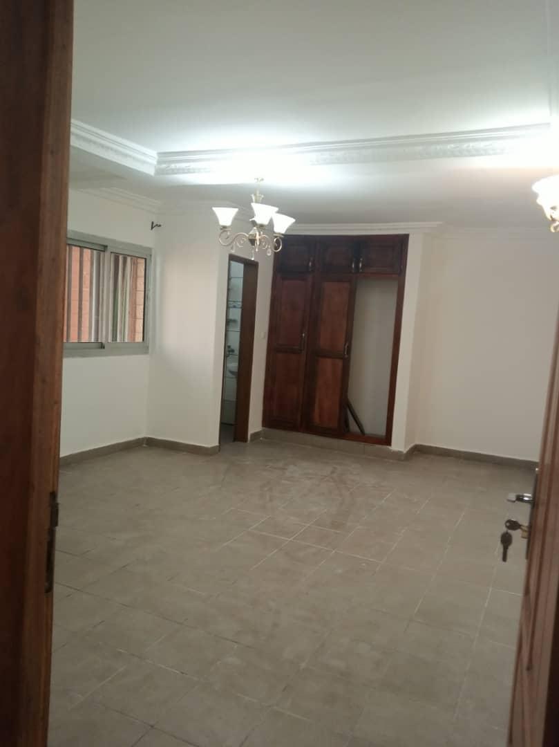 Apartment to rent - Douala, Makepe, Après carrefor l - 1 living room(s), 2 bedroom(s), 2 bathroom(s) - 180 000 FCFA / month