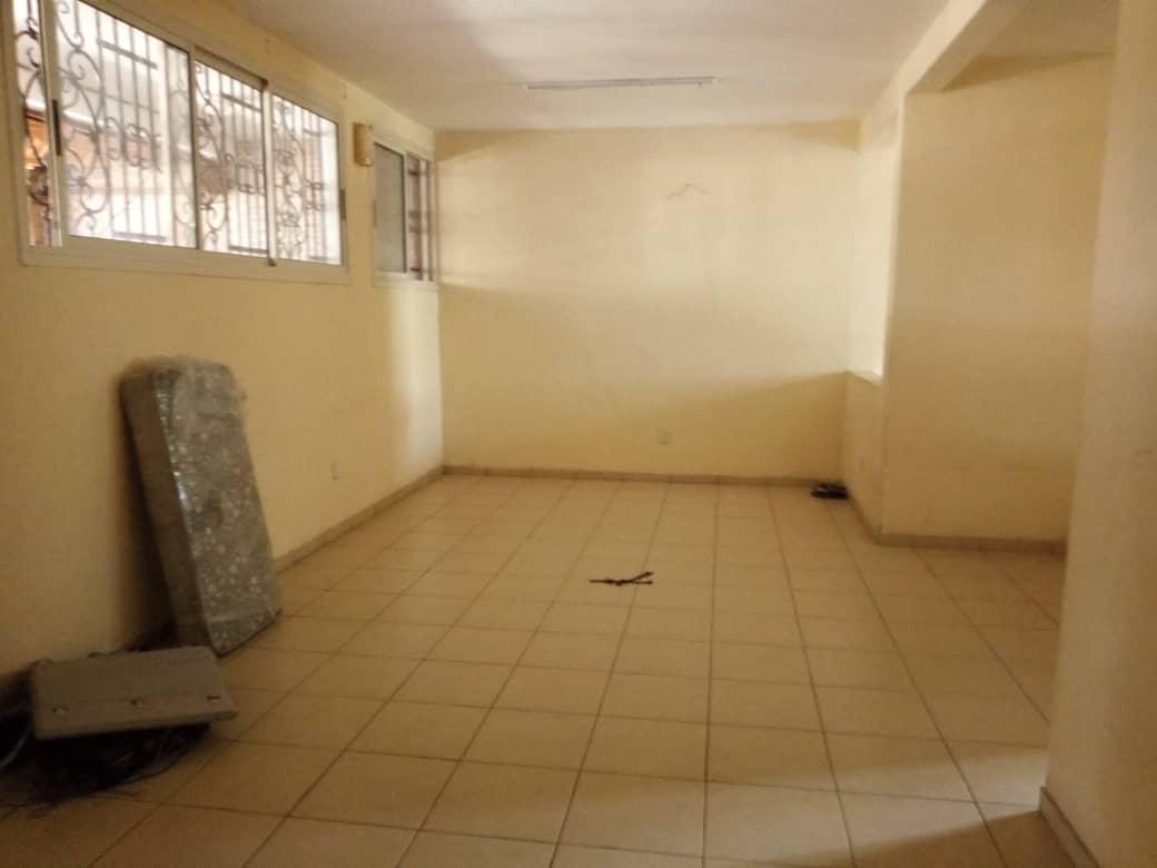 Apartment to rent - Douala, Makepe, St tropez - 1 living room(s), 1 bedroom(s), 1 bathroom(s) - 100 000 FCFA / month