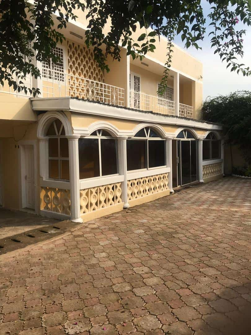 House (Villa) for sale - Yaoundé, Obobogo, Duplex à vendre Yaoundé obobogo - 1 living room(s), 4 bedroom(s), 3 bathroom(s) - 145 000 000 FCFA / month