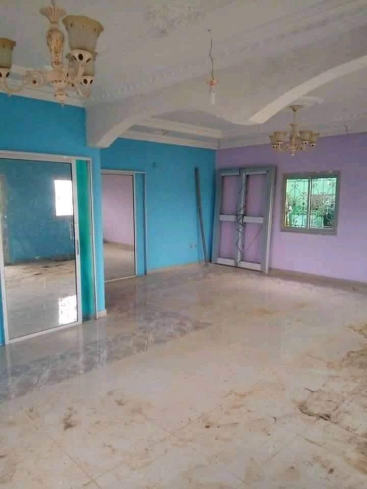 House (Villa) to rent - Yaoundé, Nkolfoulou, Avant-carrefour - 1 living room(s), 3 bedroom(s), 2 bathroom(s) - 150 000 FCFA / month