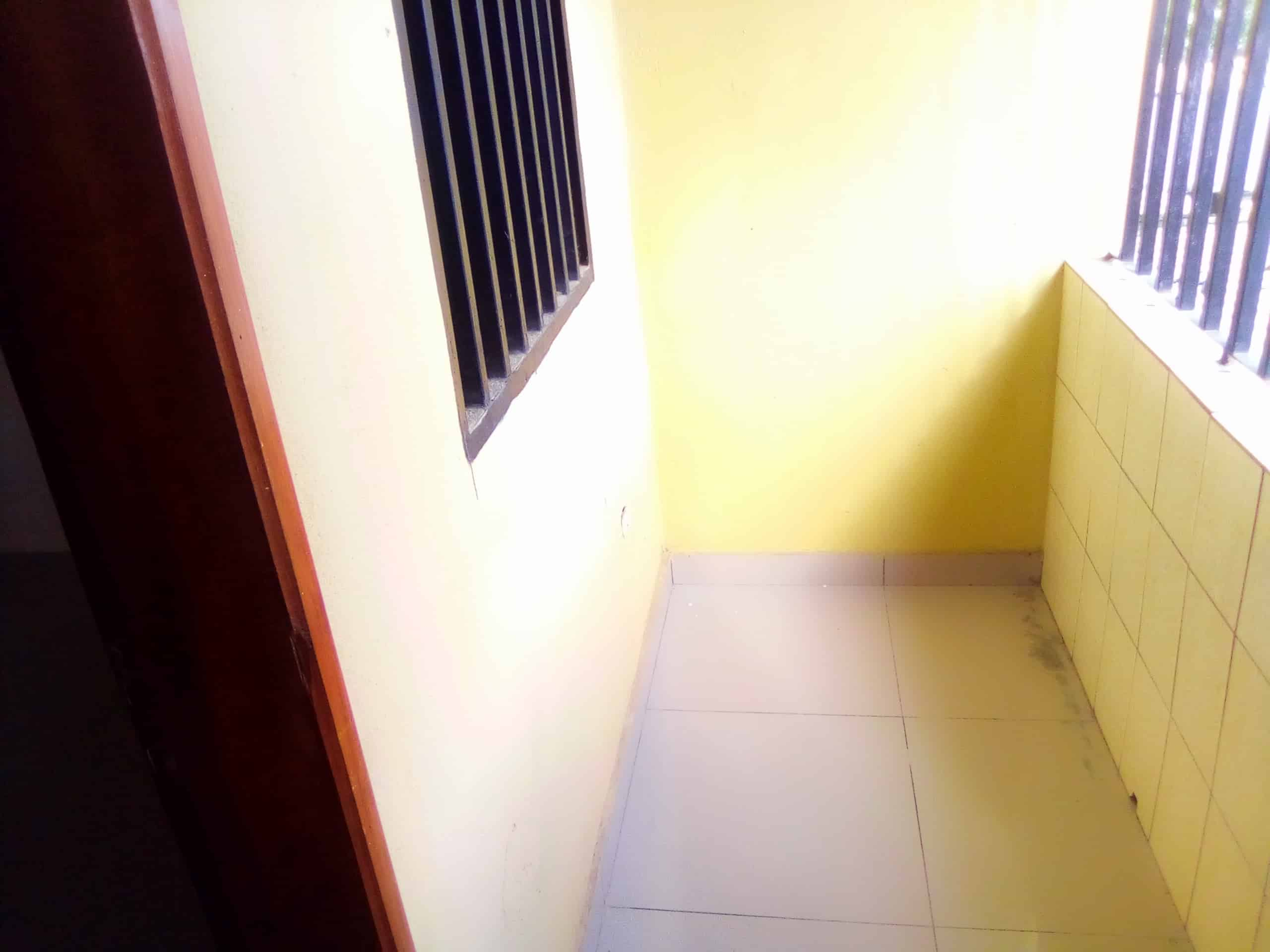 Studio to rent - Douala, Makepe, poulenc - 50 000 FCFA / month