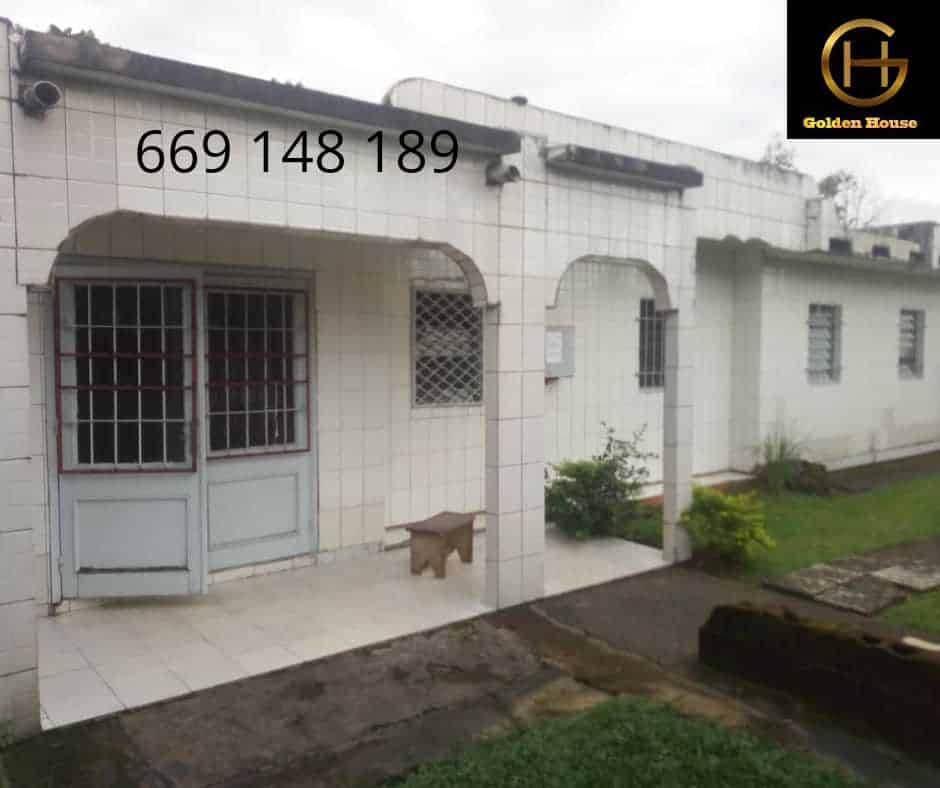 House (Villa) for sale - Douala, Makepe, makepe - 1 living room(s), 5 bedroom(s), 3 bathroom(s) - 75 000 000 FCFA / month