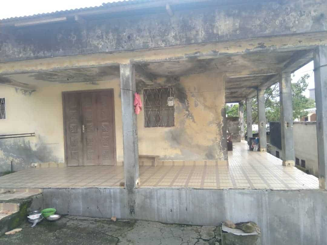 House (Villa) for sale - Douala, Logbaba, Jardin - 1 living room(s), 3 bedroom(s), 2 bathroom(s) - 13 000 000 FCFA / month