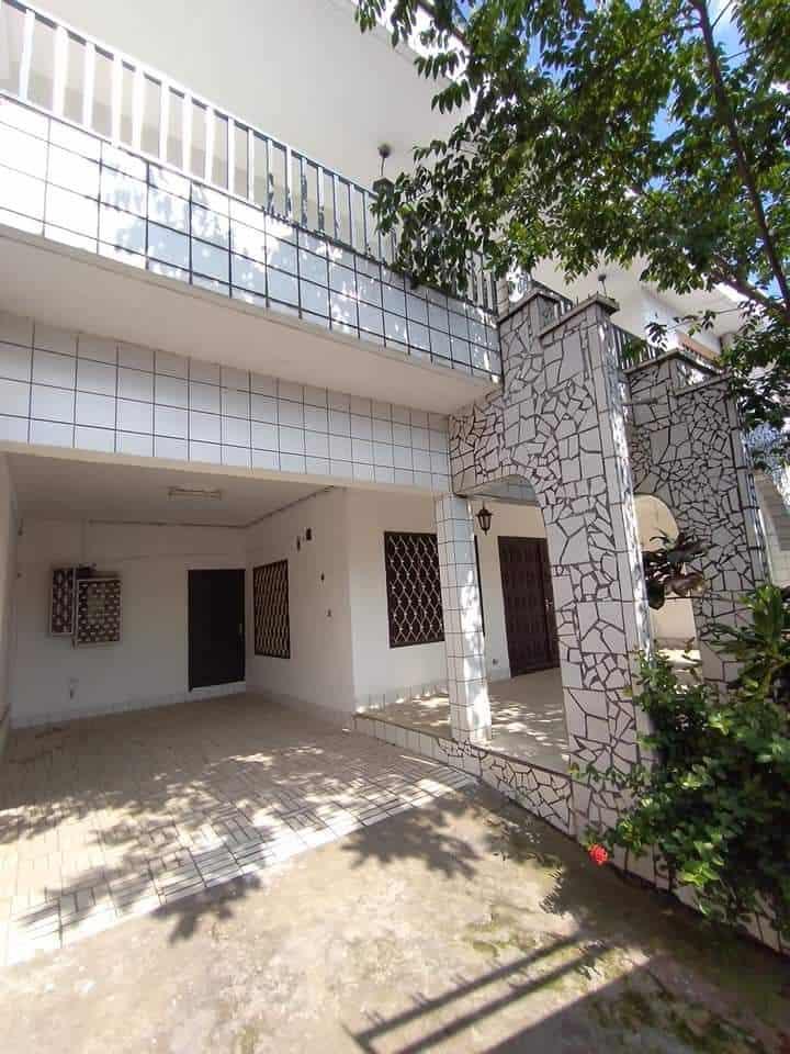 Maison (Duplex) à louer - Douala, Deido, après école public. - 2 salon(s), 4 chambre(s), 4 salle(s) de bains - 300 000 FCFA / mois