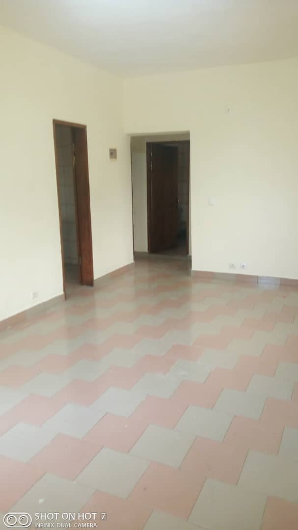Apartment to rent - Douala, PK 11, Pk12 - 1 living room(s), 2 bedroom(s), 1 bathroom(s) - 70 000 FCFA / month