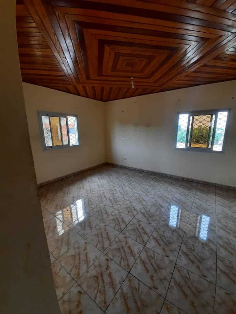 Maison (Villa) à louer - Douala, Logpom, Ver bassong - 1 salon(s), 3 chambre(s), 2 salle(s) de bains - 200 000 FCFA / mois