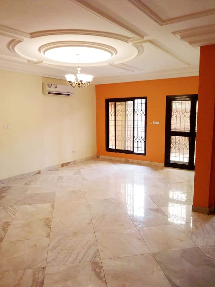 Apartment to rent - Douala, Makepe, MAKEPE lycée - 1 living room(s), 2 bedroom(s), 3 bathroom(s) - 250 000 FCFA / month