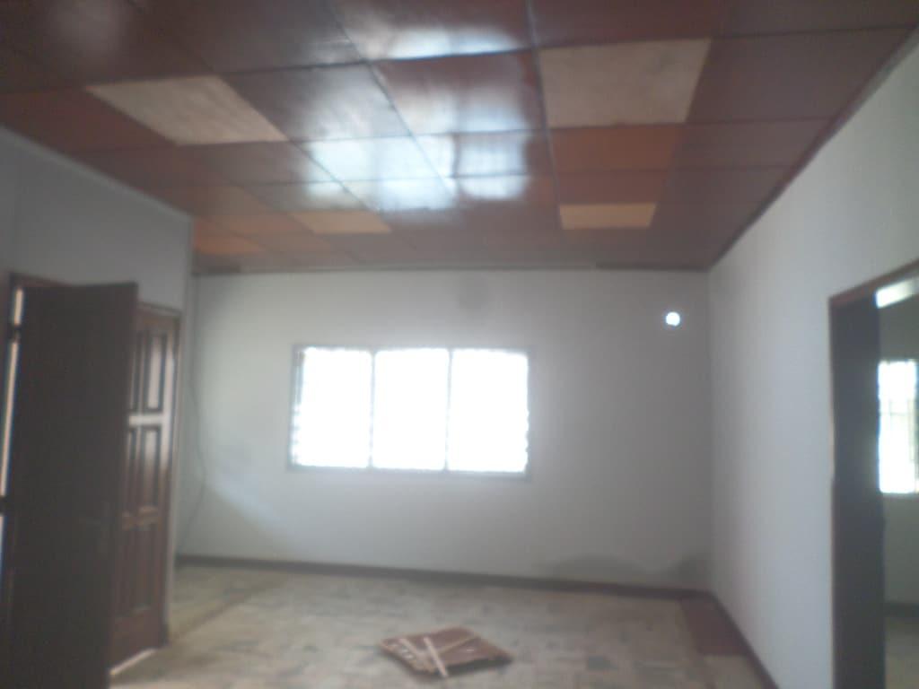 Bureau à louer à Yaoundé, Bastos, pas loin de lmabassade de turquie - 1000 m2 - 2 500 000 FCFA