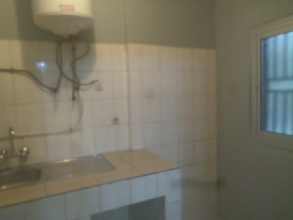 Apartment to rent - Yaoundé, Bastos, pas loin de snv - 1 living room(s), 2 bedroom(s), 3 bathroom(s) - 265 000 FCFA / month