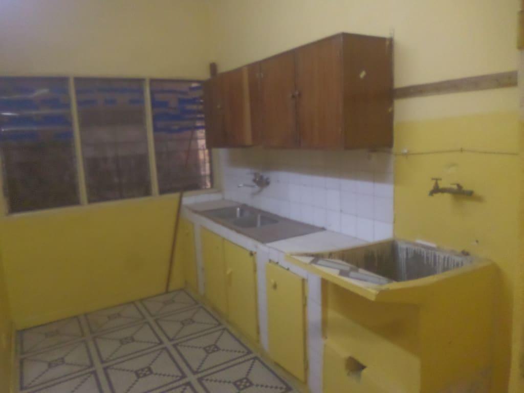 Apartment to rent - Yaoundé, Bastos, pas loin de cyber link - 1 living room(s), 2 bedroom(s), 2 bathroom(s) - 250 000 FCFA / month