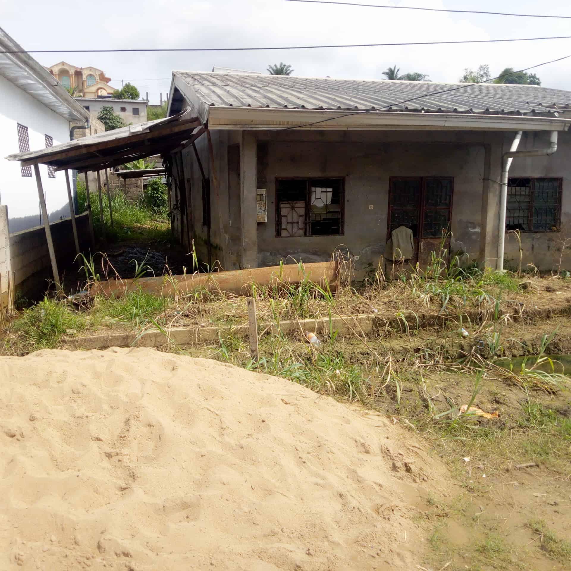 Land for sale at Douala, Bangue, Bangue toiture rouge - 480 m2 - 50 000 000 FCFA