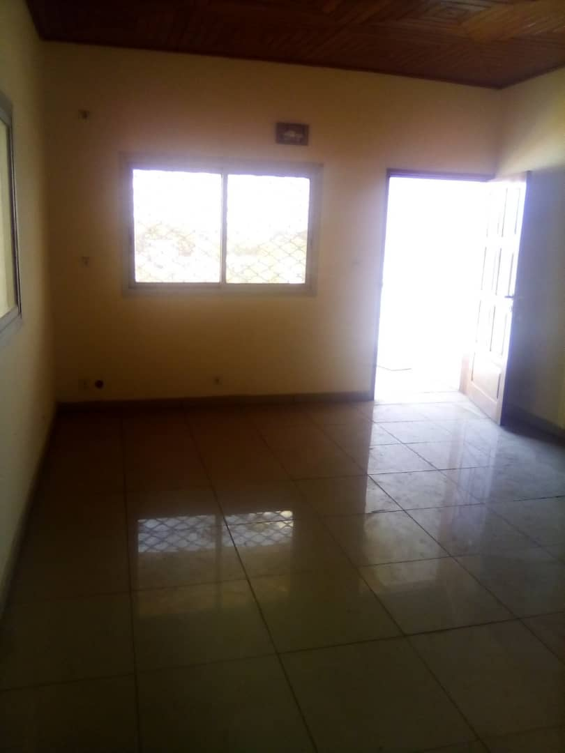 Apartment to rent - Douala, PK 11, Pk12 - 1 living room(s), 2 bedroom(s), 2 bathroom(s) - 80 000 FCFA / month