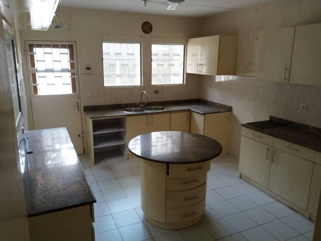 Maison (Villa) à louer - Douala, Bonapriso, Savio primaire - 1 salon(s), 4 chambre(s), 3 salle(s) de bains - 2 700 000 FCFA / mois