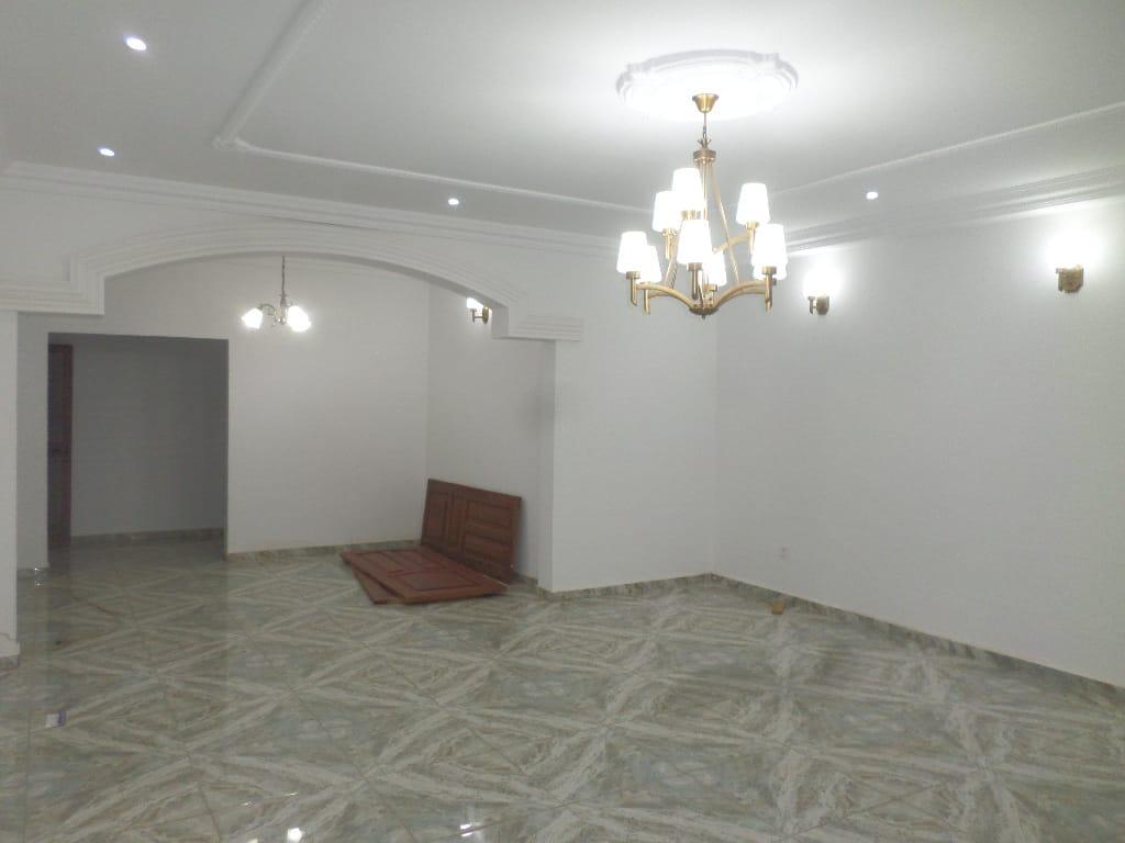 Apartment to rent - Yaoundé, Quartier Fouda, appartement individuel - 1 living room(s), 3 bedroom(s), 3 bathroom(s) - 700 000 FCFA / month