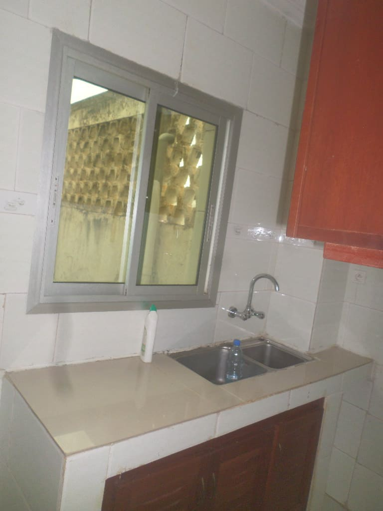 Apartment to rent - Yaoundé, Bastos, pas loin de mtn bastos - 1 living room(s), 1 bedroom(s), 1 bathroom(s) - 350 000 FCFA / month