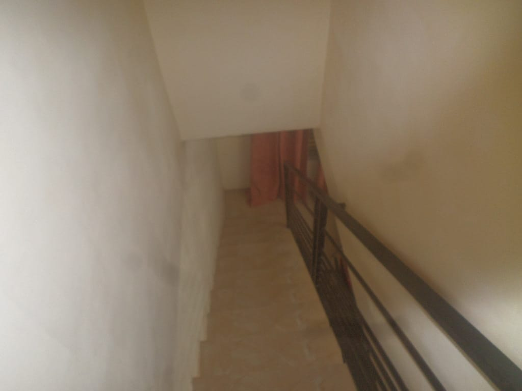 Apartment to rent - Yaoundé, Bastos, appartement individuel non meuble - 1 living room(s), 1 bedroom(s), 1 bathroom(s) - 500 000 FCFA / month