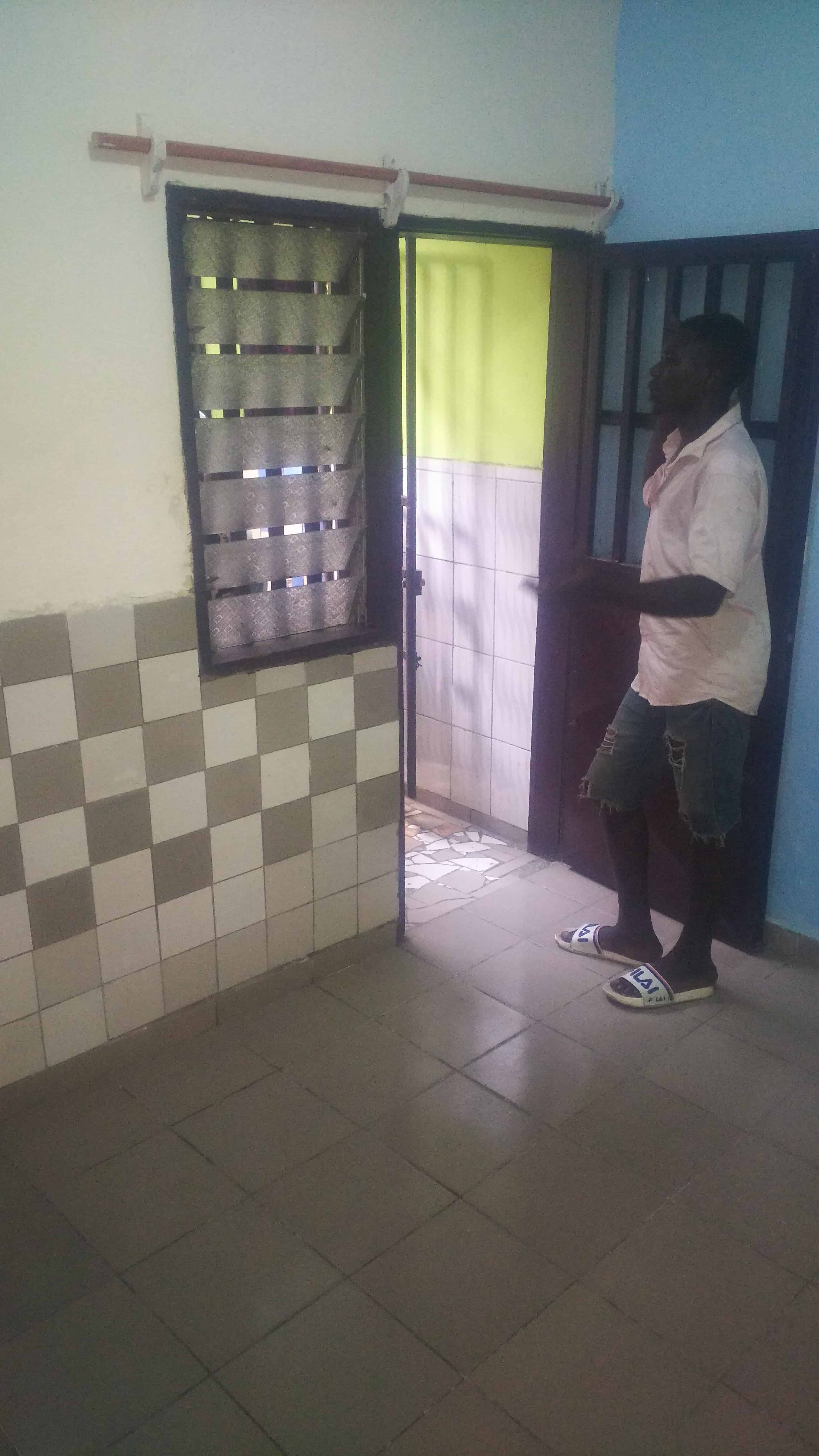 Chambre à louer - Douala, Ndoghem, Ange Raphaël - 35 000 FCFA / mois