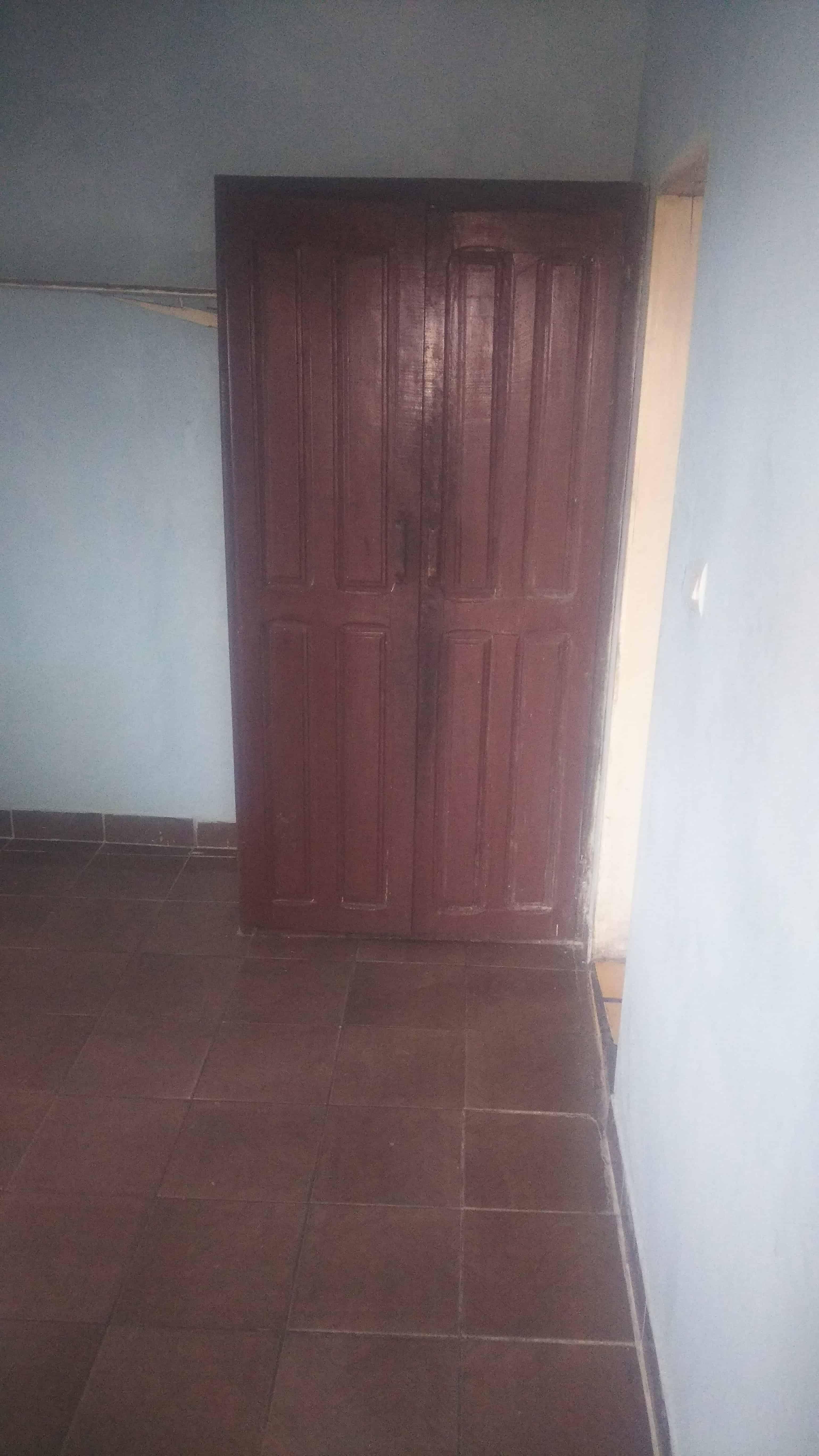 Studio to rent - Douala, Ndoghem, Nouvelle Route Cité - 30 000 FCFA / month