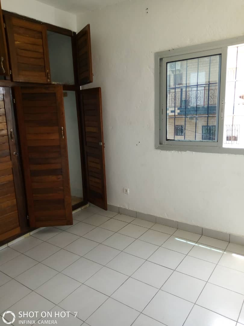 Apartment to rent - Douala, Makepe, Parcour - 1 living room(s), 2 bedroom(s), 2 bathroom(s) - 110 000 FCFA / month