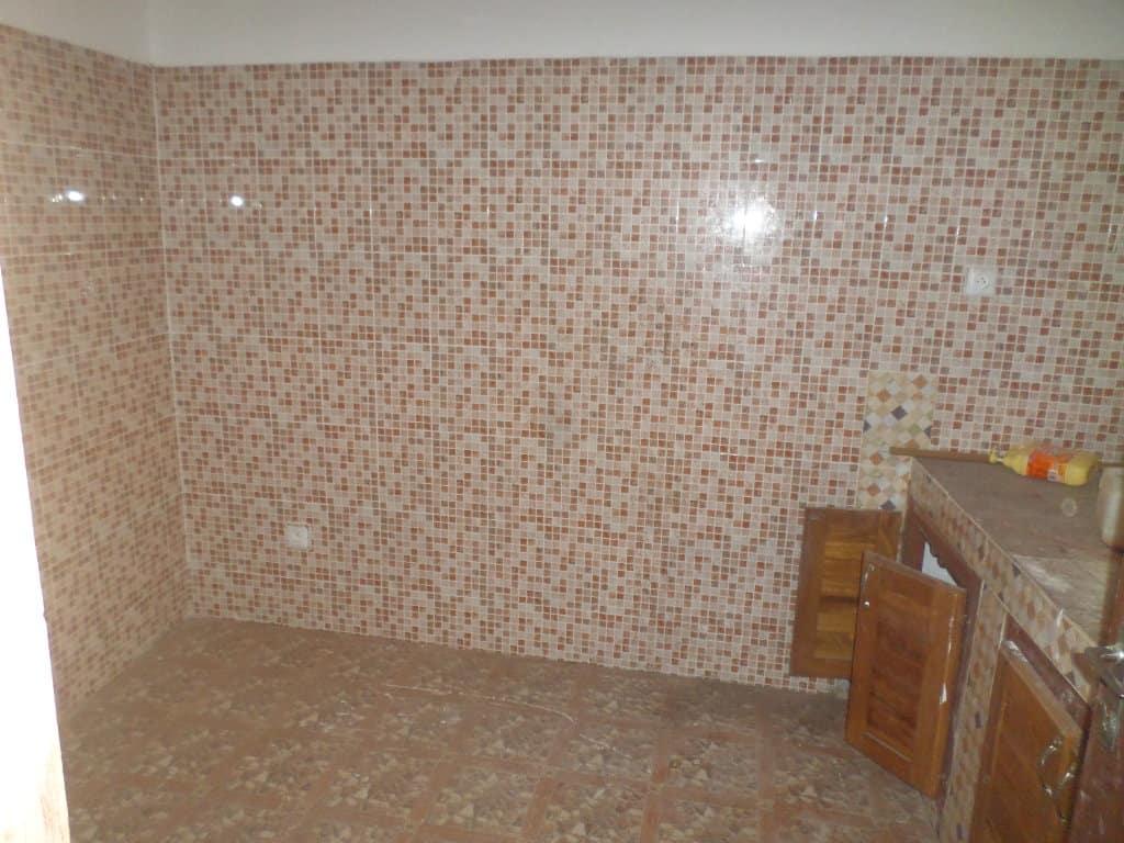 Apartment to rent - Yaoundé, Bastos, pas loin du golf - 1 living room(s), 2 bedroom(s), 2 bathroom(s) - 250 000 FCFA / month
