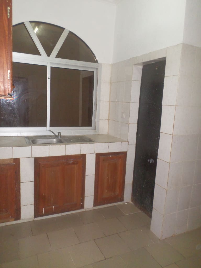 Apartment to rent - Yaoundé, Mfandena, pas loin de la cave - 1 living room(s), 2 bedroom(s), 2 bathroom(s) - 200 000 FCFA / month