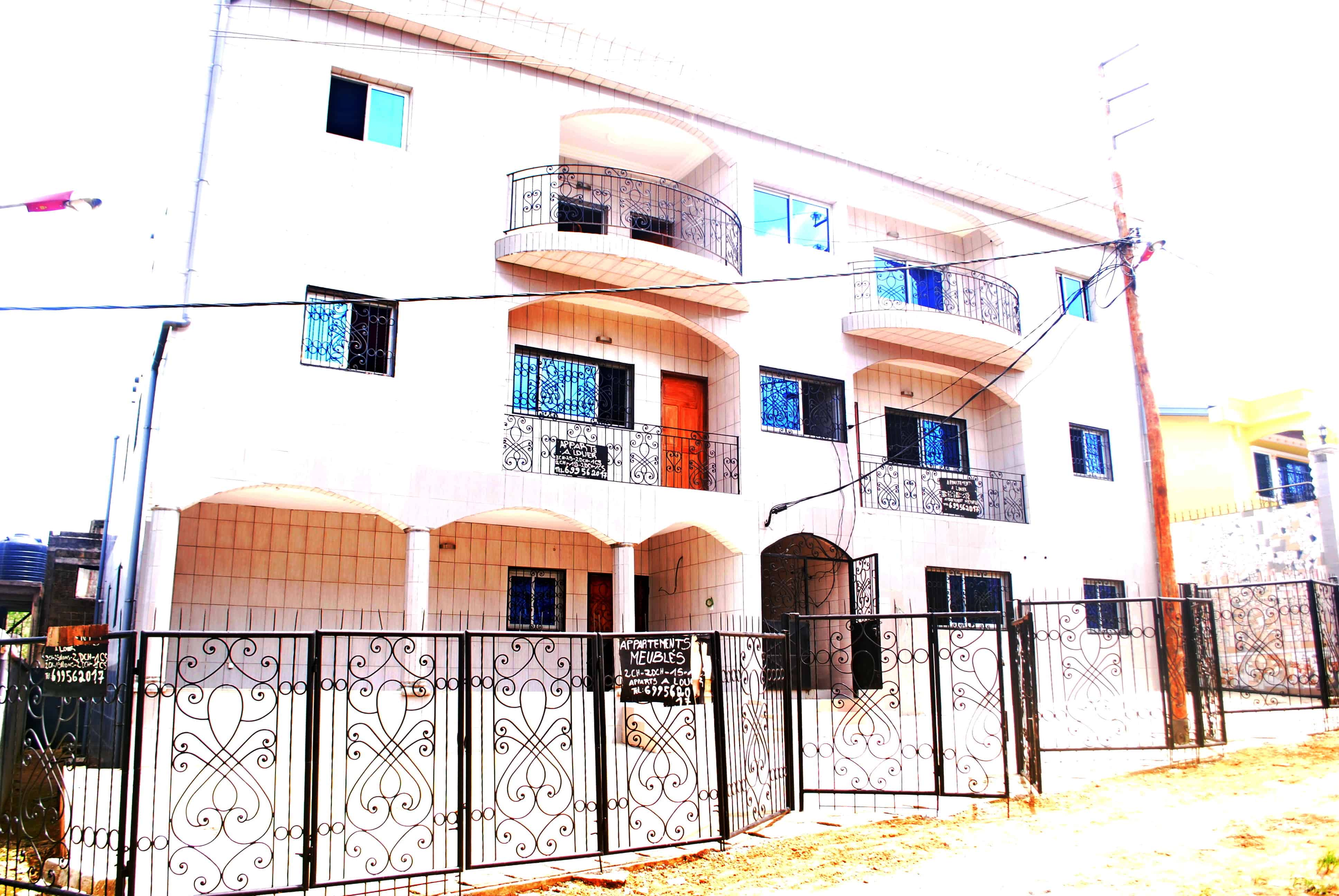 Apartment to rent - Douala, Logpom, LOGPOM FIN GOUDRON, LOGBESSOU, MAKEPE - 2 living room(s), 3 bedroom(s), 2 bathroom(s) - 150 000 FCFA / month