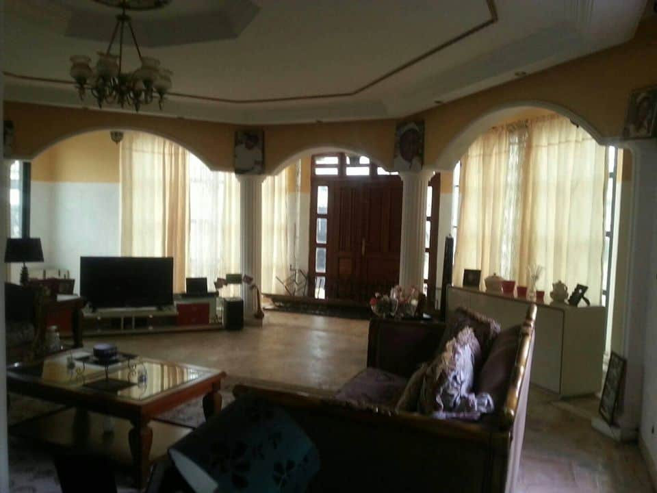 House (Duplex) for sale - Douala, Bonaberi, carrefour andem - 2 living room(s), 5 bedroom(s), 4 bathroom(s) - 85 000 000 FCFA / month