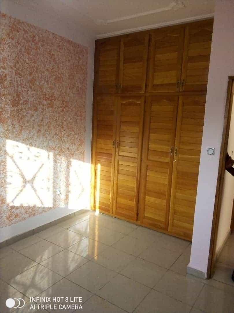 Apartment to rent - Douala, Logbessou II, Après la station nickel oil - 1 living room(s), 2 bedroom(s), 2 bathroom(s) - 100 000 FCFA / month
