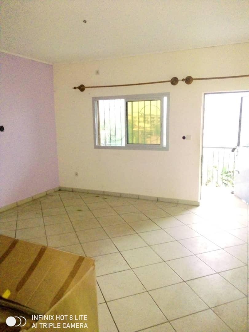 Apartment to rent - Douala, Logbessou II, Après la station nickel oil - 1 living room(s), 2 bedroom(s), 2 bathroom(s) - 80 000 FCFA / month