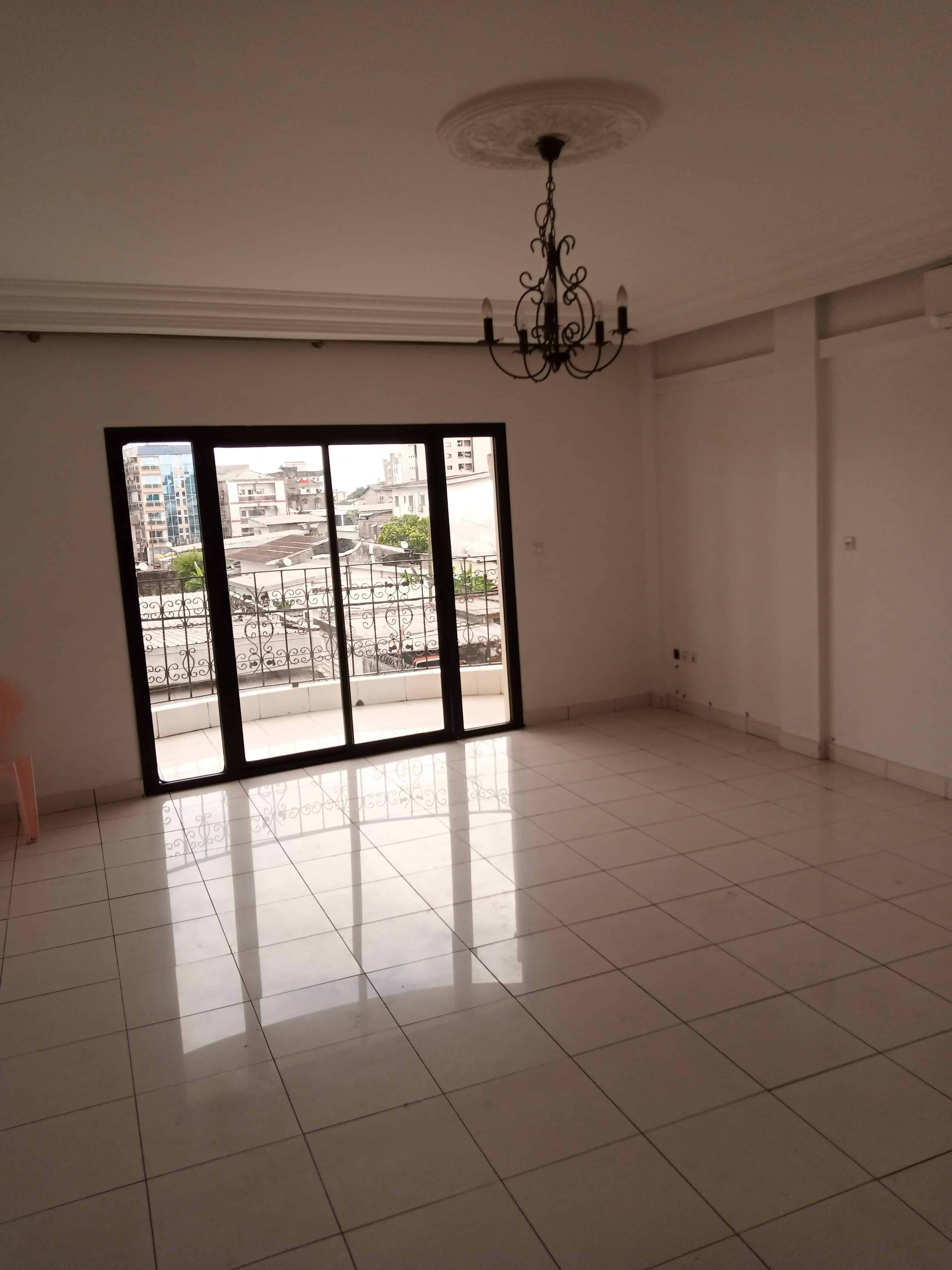 Apartment to rent - Douala, Bali, Sonel - 1 living room(s), 3 bedroom(s), 3 bathroom(s) - 750 000 FCFA / month