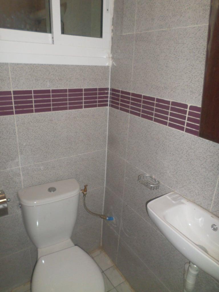 Apartment to rent - Yaoundé, Bastos, pas loin du golf - 1 living room(s), 2 bedroom(s), 3 bathroom(s) - 700 000 FCFA / month