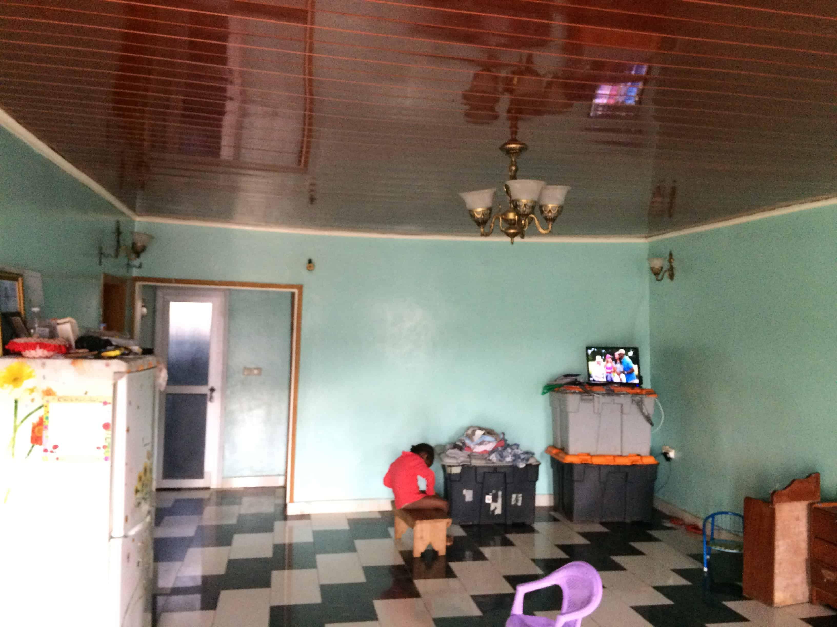 Apartment to rent - Yaoundé, Nkolafeme, Rue 6751 - 1 living room(s), 3 bedroom(s), 2 bathroom(s) - 100 000 FCFA / month