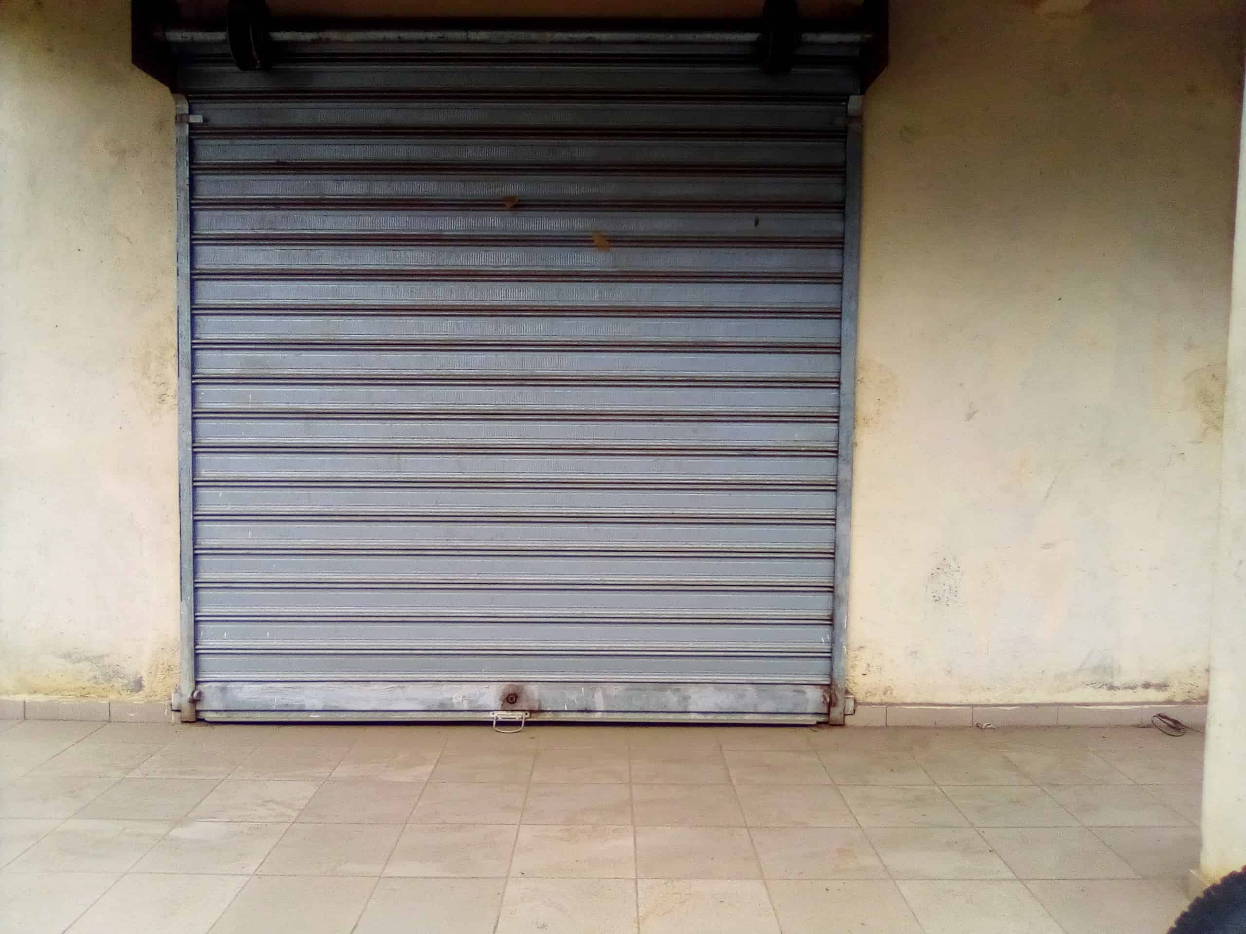 Shop to rent at Douala, Makepe, bordure de route - 10 m2 - 60 000 FCFA