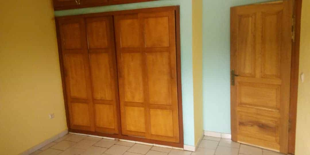 Apartment to rent - Yaoundé, Olembe, Nkozoa lac (Station Neptune Olembé) - 1 living room(s), 2 bedroom(s), 2 bathroom(s) - 100 000 FCFA / month