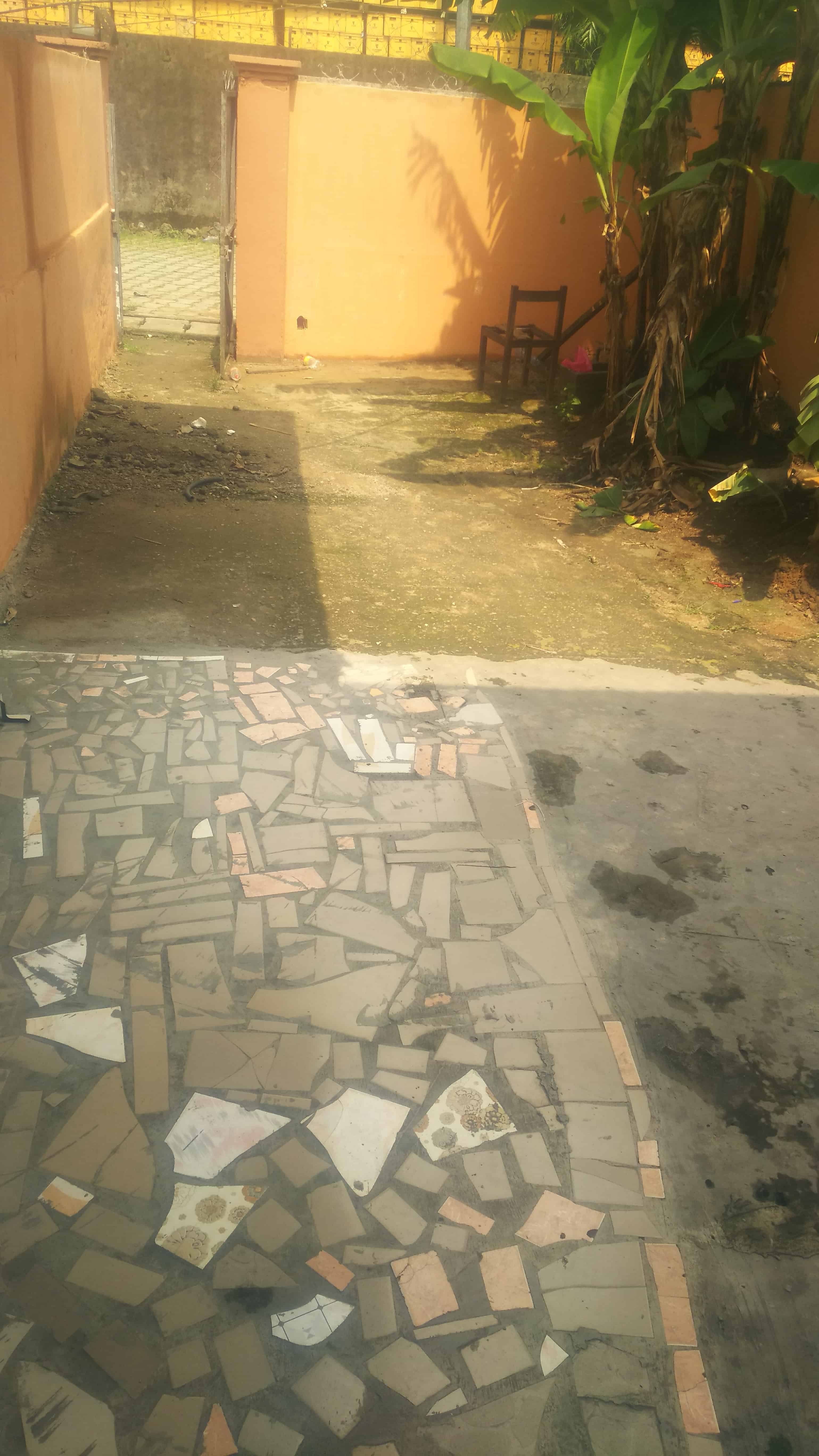 Apartment to rent - Douala, Ndoghem, Mobile Guiness - 1 living room(s), 1 bedroom(s), 1 bathroom(s) - 55 000 FCFA / month
