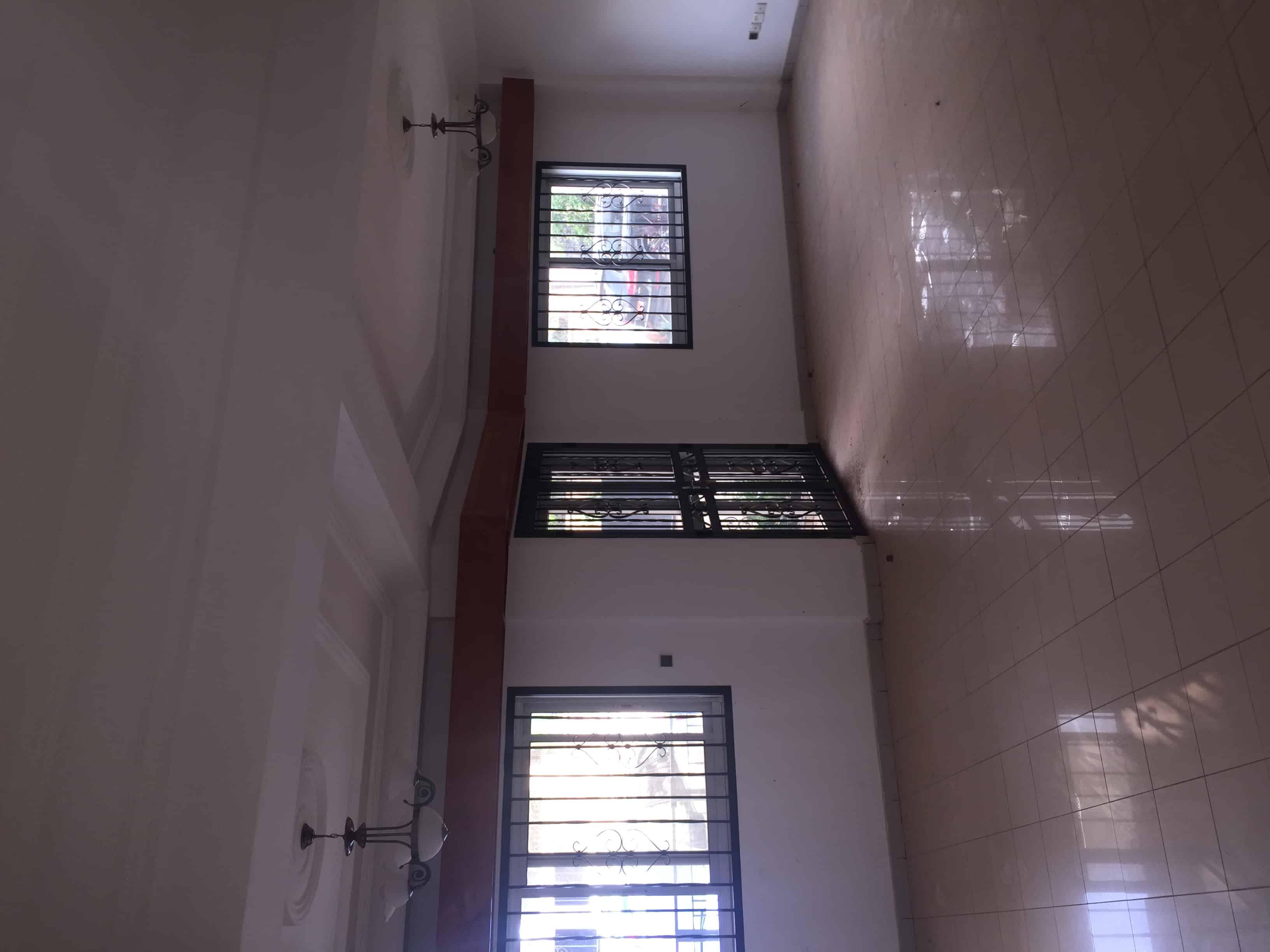 Appartement à louer - Yaoundé, Bastos, Quartier Golf - 1 salon(s), 3 chambre(s), 2 salle(s) de bains - 1 000 000 FCFA / mois
