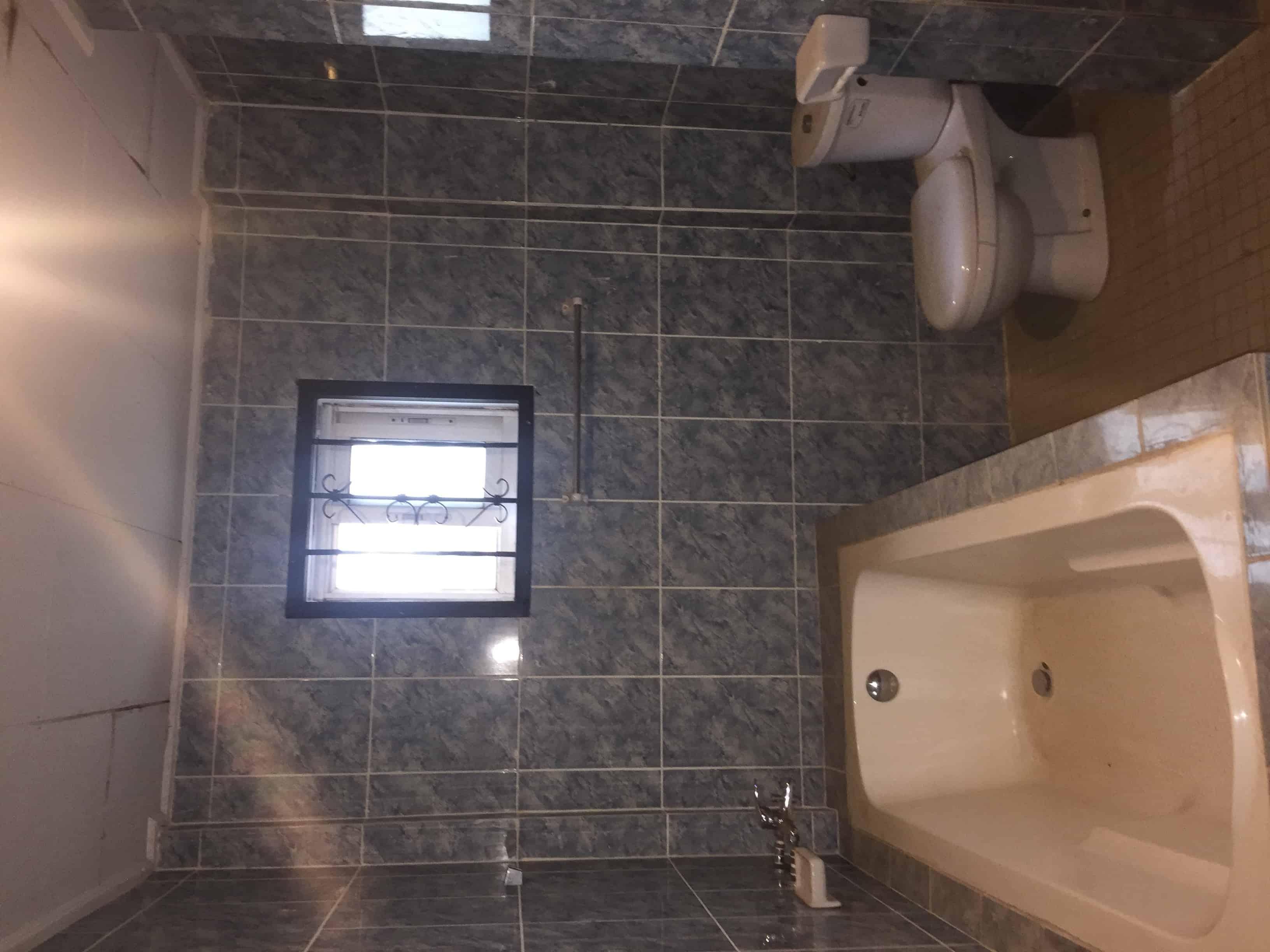 Apartment to rent - Yaoundé, Bastos, Quartier Golf - 1 living room(s), 3 bedroom(s), 2 bathroom(s) - 1 000 000 FCFA / month