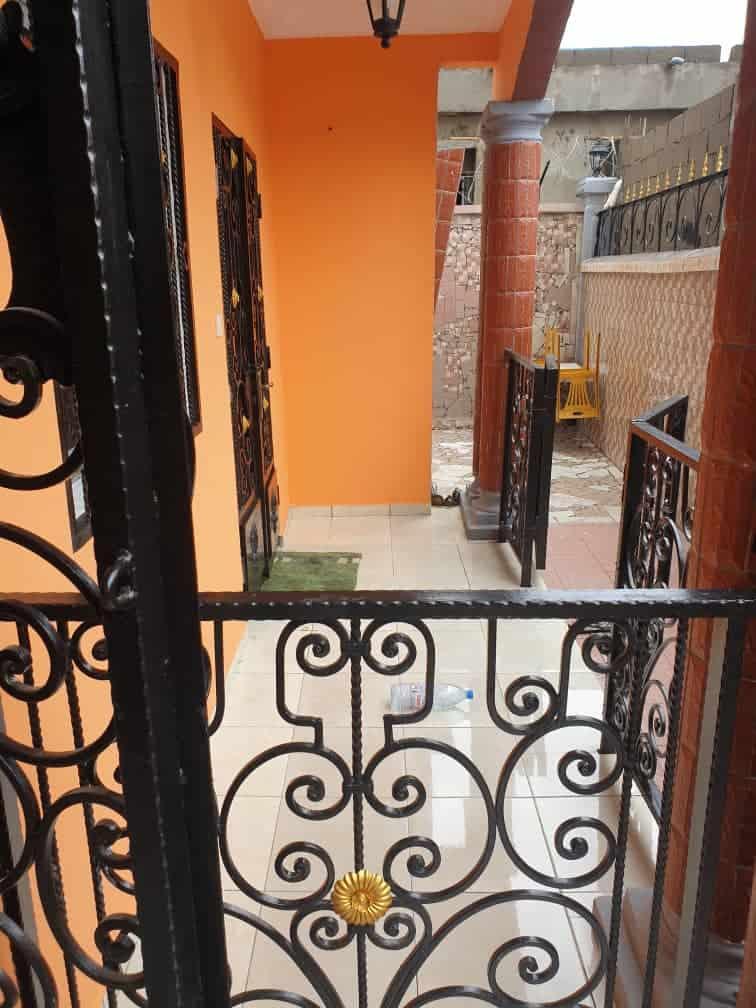 Apartment to rent - Douala, Kotto, Après la station Neptune - 1 living room(s), 2 bedroom(s), 2 bathroom(s) - 130 000 FCFA / month