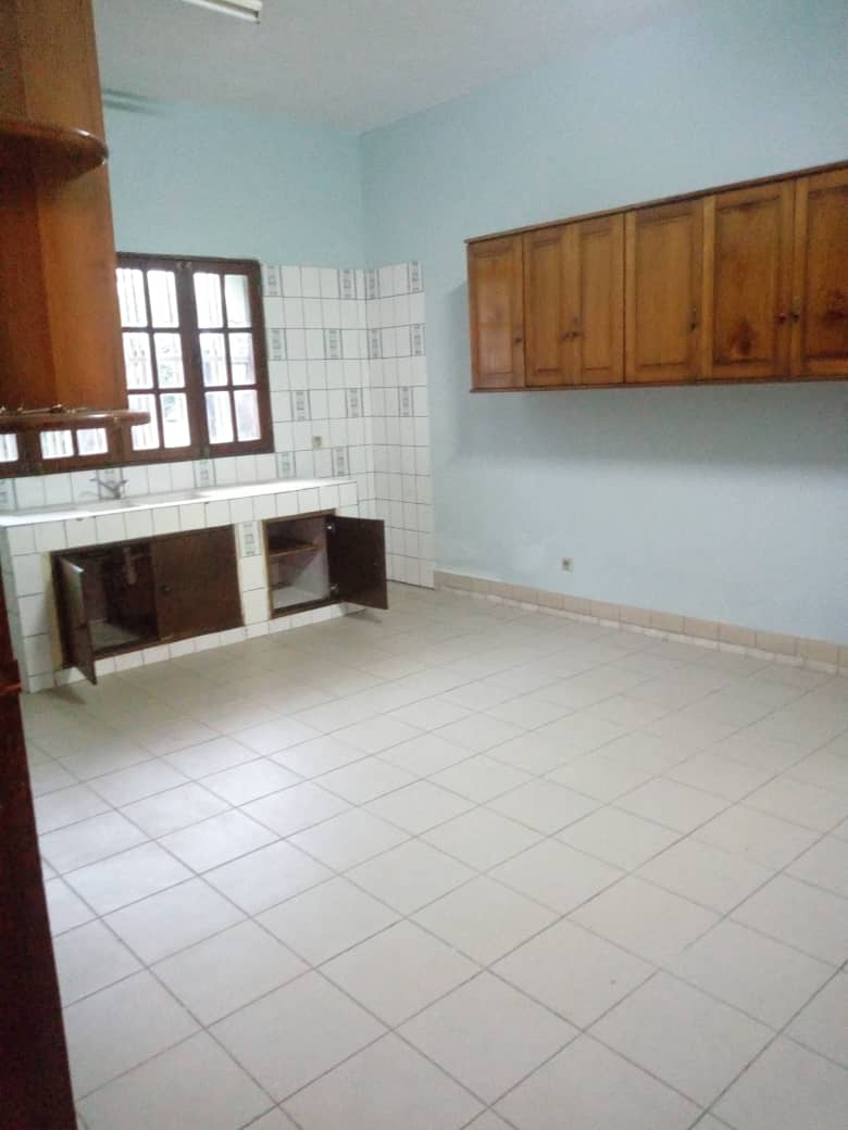 House (Villa) to rent - Douala, Makepe, Ver st Tropez - 1 living room(s), 4 bedroom(s), 3 bathroom(s) - 450 000 FCFA / month
