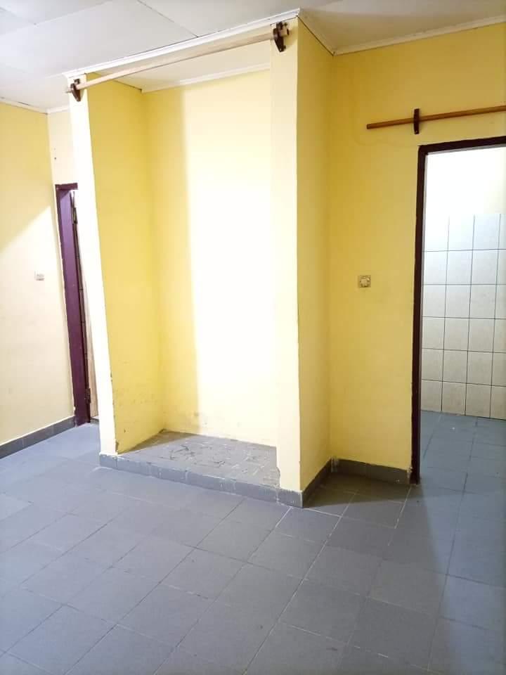 Chambre à louer - Douala, Makepe, ENTRÉE BM MAKEPE RUE DES PAVES(CHAMBRE MODERNE DOUCHE CUISINE PLACARD). - 40 000 FCFA / mois