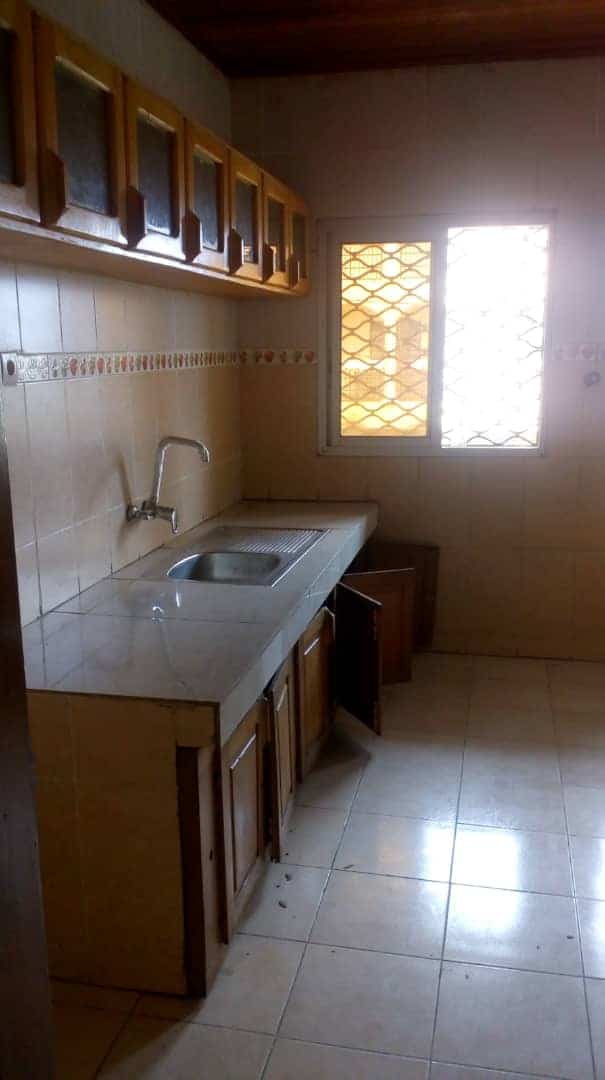 Apartment to rent - Douala, Logpom, Ver bassong - 1 living room(s), 3 bedroom(s), 2 bathroom(s) - 140 000 FCFA / month