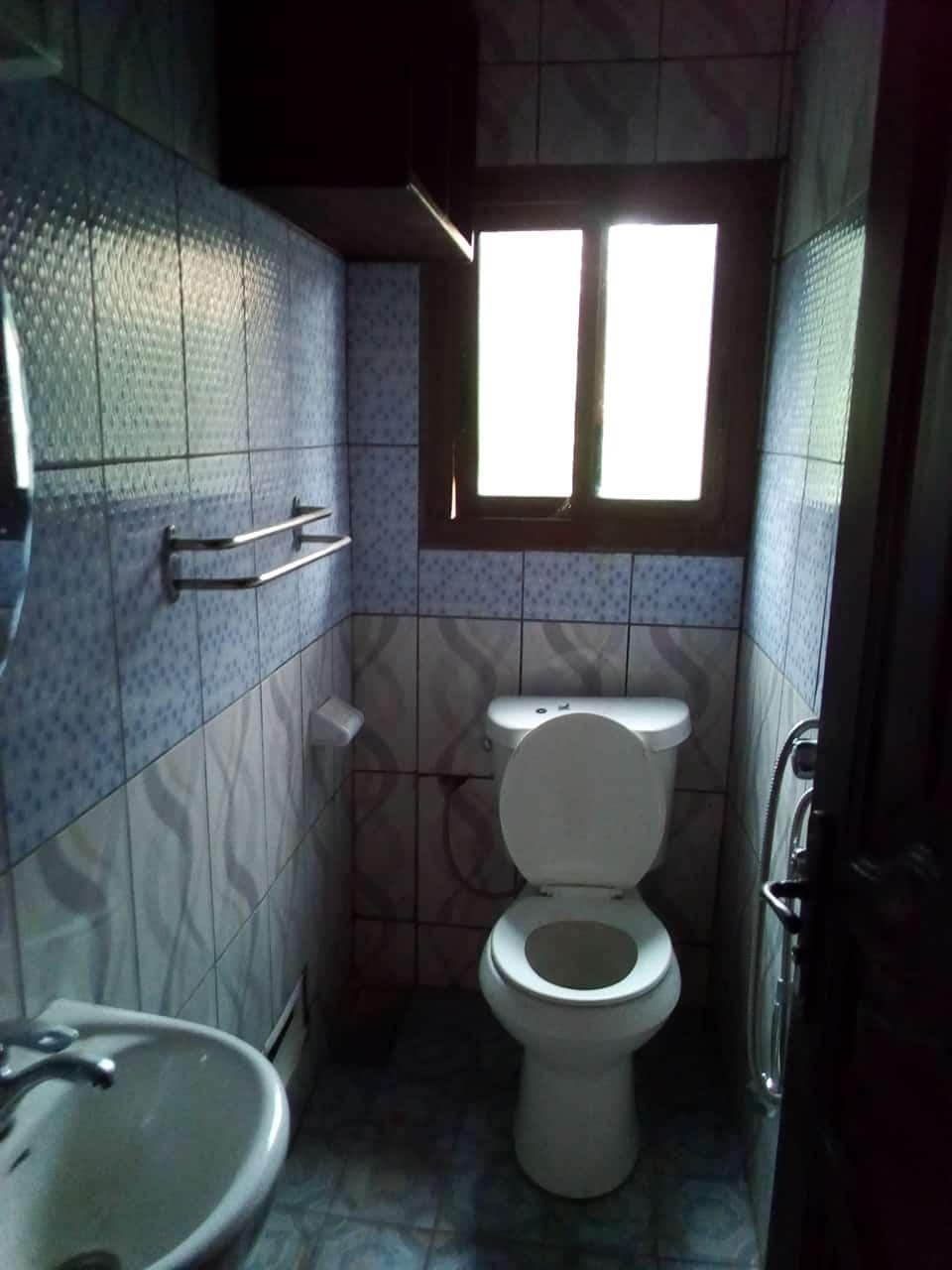 Apartment to rent - Yaoundé, Mfandena, pas loin de la carriere - 1 living room(s), 2 bedroom(s), 1 bathroom(s) - 200 000 FCFA / month
