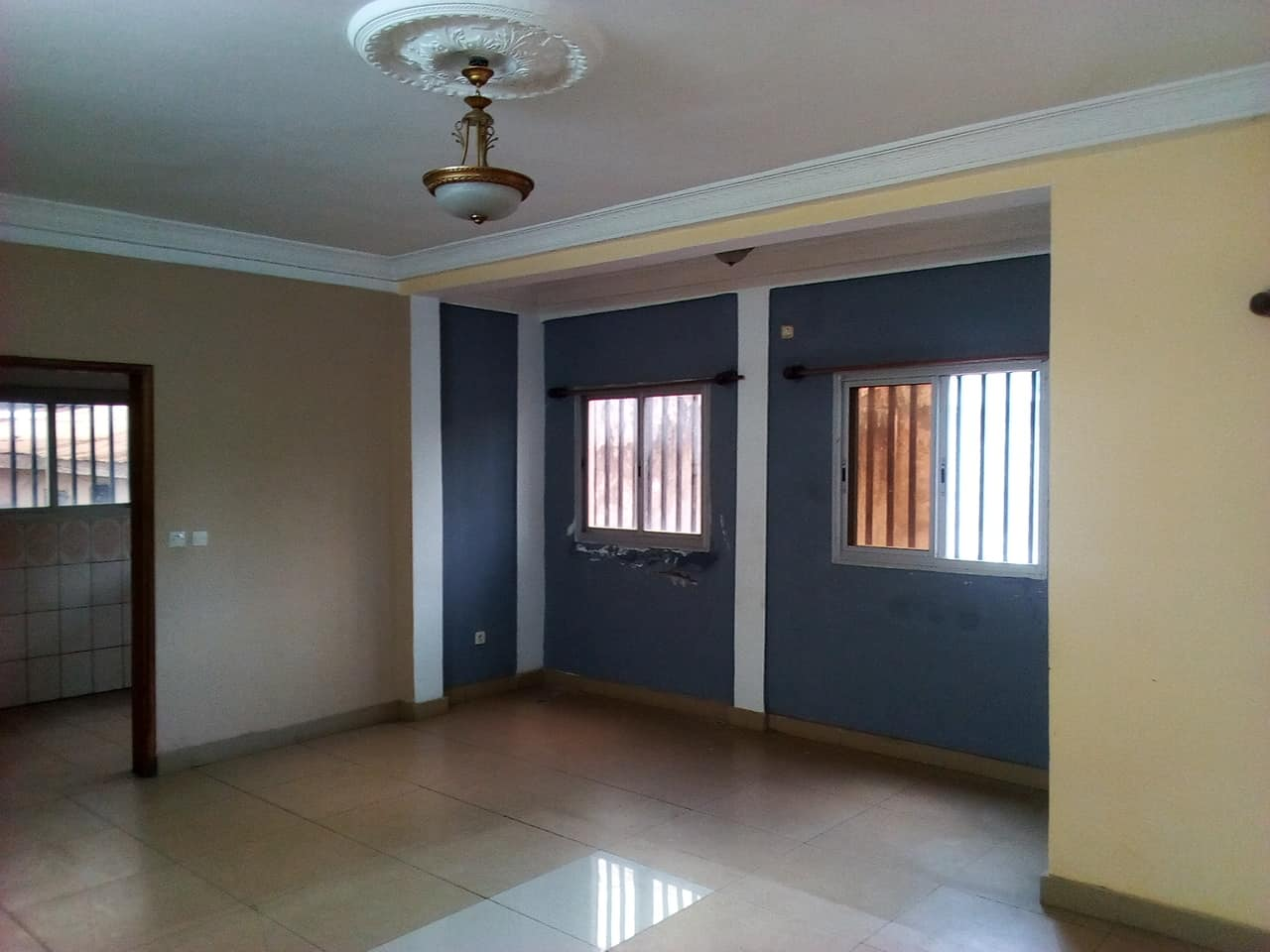 Apartment to rent - Yaoundé, Mballa II, regie - 1 living room(s), 2 bedroom(s), 2 bathroom(s) - 175 000 FCFA / month